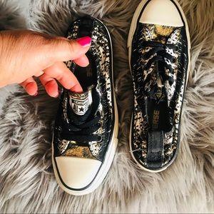 Converse Size 4 star black gold white